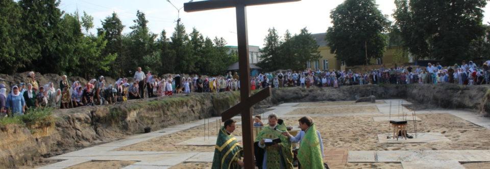 На церковному подвір'ї, котре належить Свято-Іллінській православній громаді УПЦ м. Каменя-Каширського, було звершено Чин освячення закладного каменя в основу нового храму
