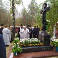 На могилі блаженної пам'яті митрополита Ніфонта освячено надгробний хрест