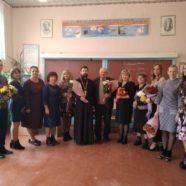 У селі Гута-Камінська священник привітав учителів із Днем працівників освіти