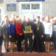 У с. Гута-Камінська місцевий настоятель привітав педагогів із професійним святом